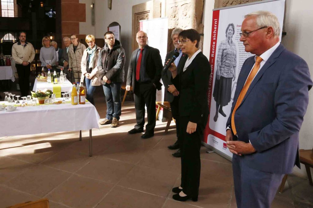 Eröffnung der Ausstellung zur Altersarmut in der Marienkirche in Büdingen